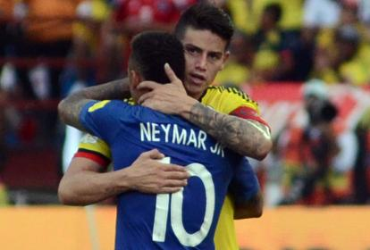 Neymar y James se abrazaron al final del juego.