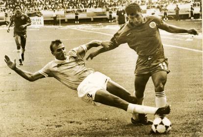Rubén Darío Hernández jugando para la Selección Colombia ante Israel, en el repechaje al Mundial de Italia.