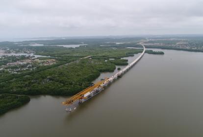 Vista aérea del viaducto sobre la Ciénaga de La Virgen, en Bolívar.