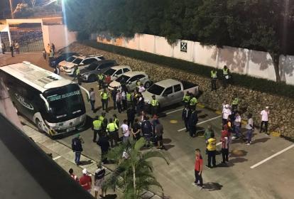 El bus del deportivo Pasto al llegar al Metropolitano.