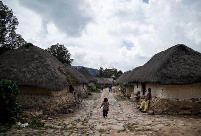 Comunidad de la etnia nativa Arhuaca en la ciudad Perdida de Nabusimake.
