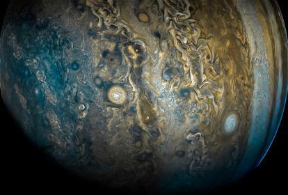 Aspecto de una de las ocho tormentas rotatorias masivas en el planeta gigante de gas.
