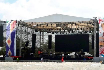 Está listo el escenario para esta noche en la Plaza de la Paz.