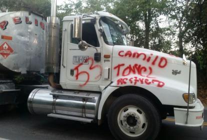 El Eln dejó pintadas en un camión.
