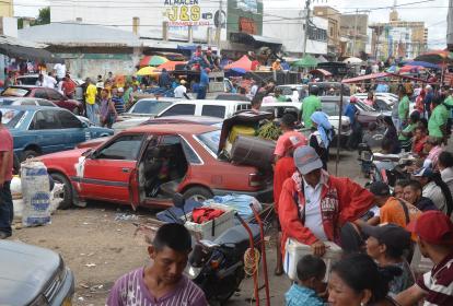 En el mercado de Maicao es común ver a venezolanos ofreciendo mercancía de su país.