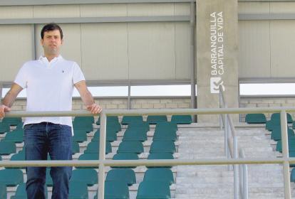 Daniel Noguera posa en la tribuna central del Parque de Raquetas.