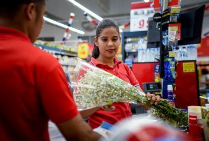 Trabajadora de una cadena de supermercados de Barranquilla.