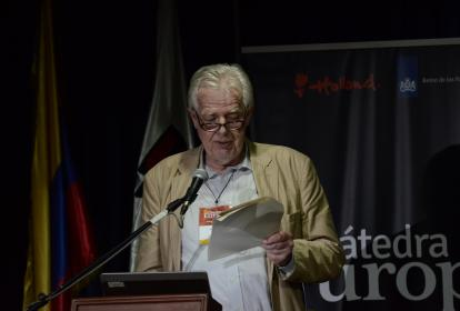 El historiador Sytze van der Veen durante su conferencia en Uninorte.