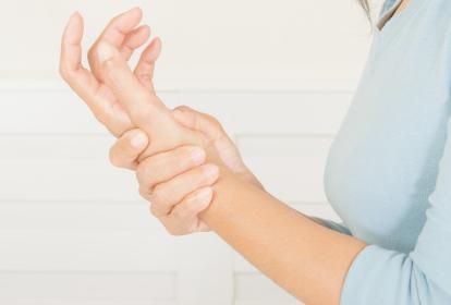 Una de las principales afectaciones del lupus se da en las articulaciones.
