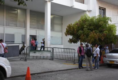 Entrada de la Unidad de Reacción Inmediata de la Fiscalía, en el Centro de Barranquilla.
