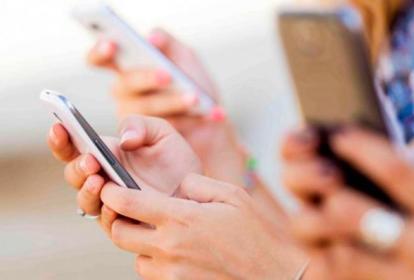 El 19% de los encuestados revisa su móvil en el baño.