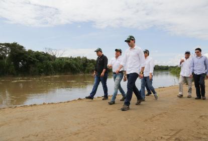 El presidente de la Agencia de Desarrollo Rural (ADR), Juan Pablo Díaz Granados Pinedo (centro), anunció que las obras de los diferentes distritos de riego finalizarán el 31 de diciembre de este año.