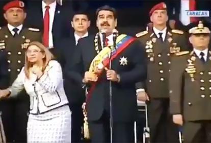 El presidente Maduro y su esposa Cilia Flores en el momento de la explosión.