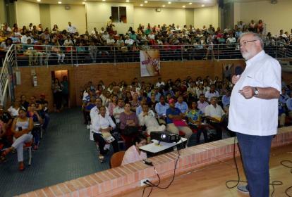 la conferencia del médico Carlos Castro Espinosa centró la atención de todos los asistentes a ella.
