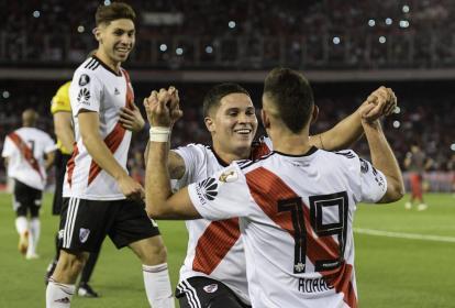 Juan Fernando Quintero y Rafael Santos Borré celebran la victoria de River.