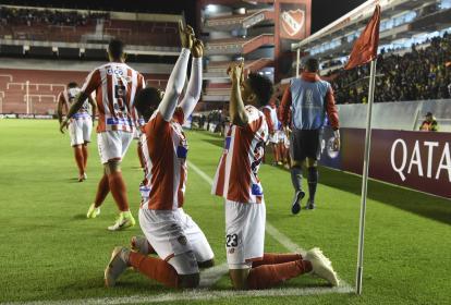 Yony González y Luis Díaz celebrando el gol.