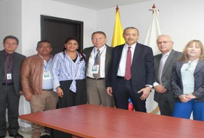 Los funcionarios que estuvieron presentes en la reunión.