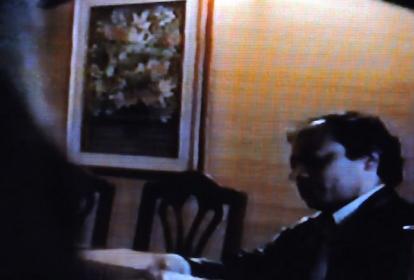 El senador Gustavo Petro durante su conversación en el video.