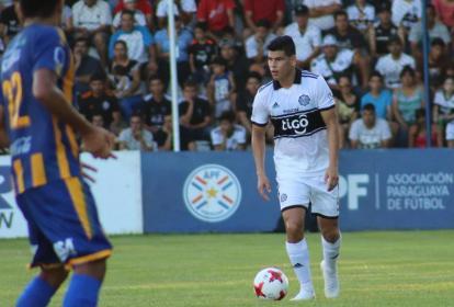 El defensa central cesarense Jorge Arias es titular en el Olimpia de Paraguay.