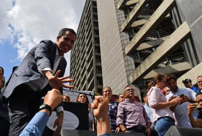 Juan Guaidó, presidente de la Asamblea Nacional, pide un Gobierno de transición.