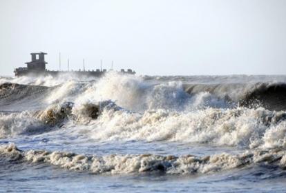 Fuertes vientos y alto oleaje en Puerto Colombia.
