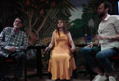Álvaro Suescún, Daniella Cura y Ángel Unfried durante el diálogo en La Cueva.