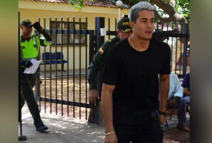 Juan Mindiola a la salida de Medicina Legal.