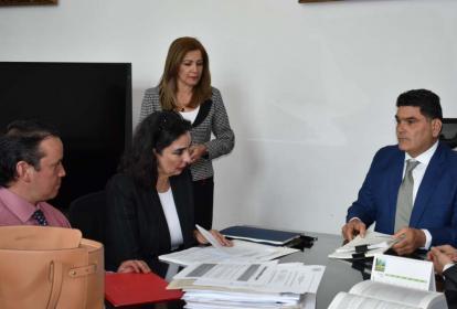 Clara María González, secretaria jurídica de la Presidencia, radicó ayer las objeciones en el Congreso.