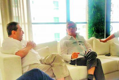 Char y Gaviria, durante el encuentro en el apartamento de Mauricio Gómez.