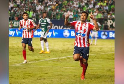 Teófilo Gutiérrez festajando el gol de la victoria de Junior.