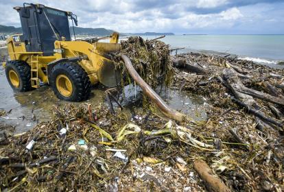 La empresa Triple A y el municipio de Puerto Colombia desplegaron sus equipos para limpiar las playas.