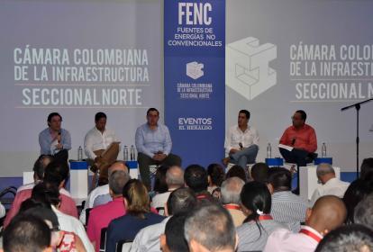 César Rodríguez, David López, Camilo Morales, Lucas Ariza y Martín Tapias, durante el panel sobre el desarrollo de energía en la Costa Caribe.