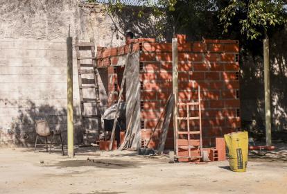 """La construcción la están """"levantando"""" en la parte trasera del cementerio Calancala."""