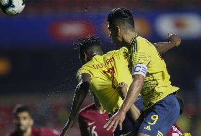 El delantero Duván Zapata se levantó entre los defensores de Catar para sacar un cabezazo impecable y darle el triunfo a Colombia.