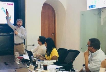 El director del DANE, Juan Daniel Oviedo, en la reunión con el gobernador Dumek Turbay y el alcalde Pedrito Pereira.