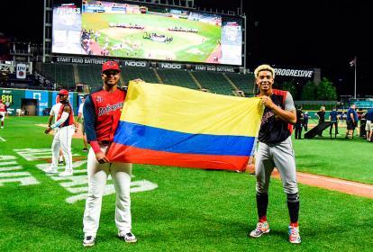 El lanzador colombiano Luis Patiño (der.)  junto a su compatriota Ronaldo Hernández en el Juego de Estrellas del Futuro de las Grandes Ligas.