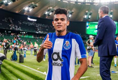 Luis Díaz posa alegre tras la victoria del Porto 1-0 sobre el Krasnodar de Rusia.