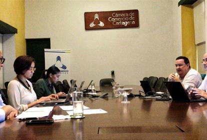 Aspecto de la reunión entre el gerente del Fondo Adaptación y los responsables de los proyectos en los dos departamentos.