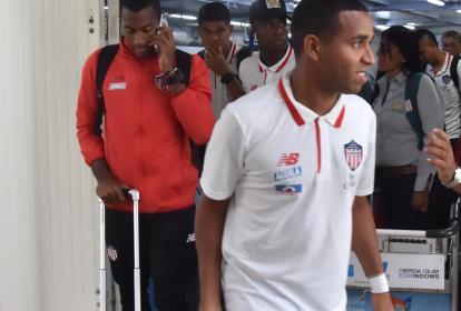 El venezolano Yohandry Orozco, junto a su compañeros, arribando esta mañana a Barranquilla.
