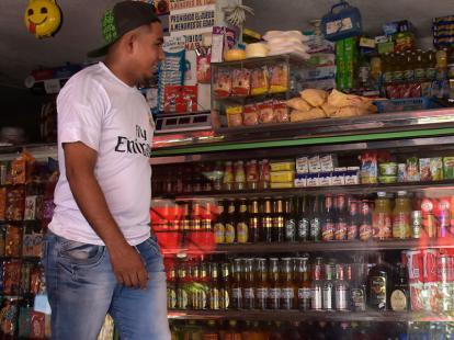 Policía, con la mira en tiendas de barrio por consumo de cervezas