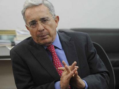 Uribe pide publicar su expediente para mostrar su inocencia