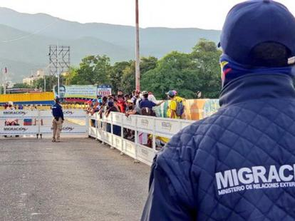 Venezuela cierra paso fronterizo desde Colombia por el Puente Internacional Simón Bolívar