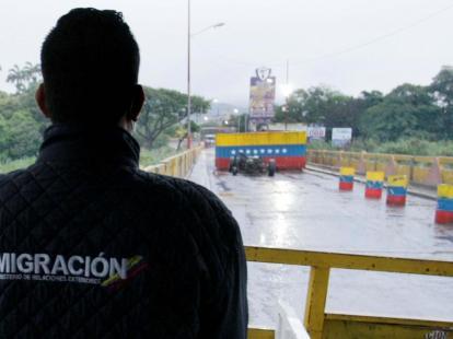 Oposición condena que Maduro cierre paso fronterizo para retornar ...