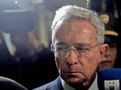 Defensa de Uribe insiste en falta de competencia de Corte — El Aro