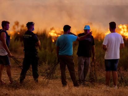 Un incendio forestal se ceba de nuevo con la sierra de Huelva