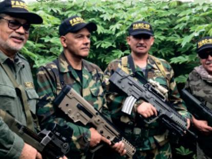 Luciendo nuevo armamento, reaparecieron Iván Márquez, Jesús Santrich y El Paisa