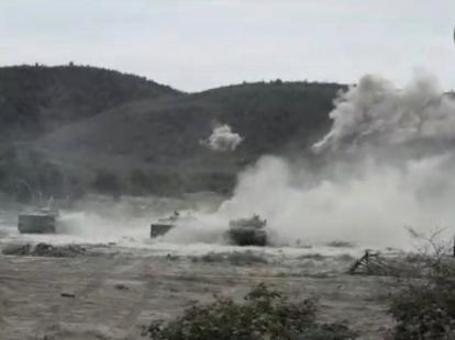 Dos militares venezolanos muertos y 32