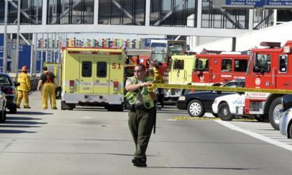 Un muerto y 7 heridos por tiroteo en aeropuerto de Los Ángeles