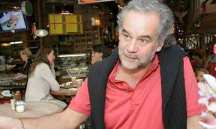 "Propietario de restaurante se disculpa por comentarios ""sexistas"" a raíz de violación"
