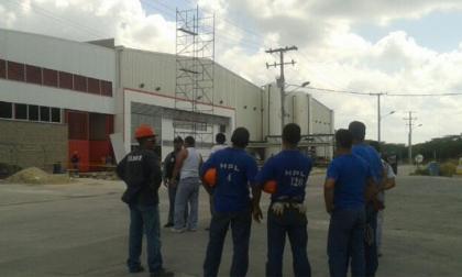Obreros mueren electrocutados cuando corrían andamio en Pimsa